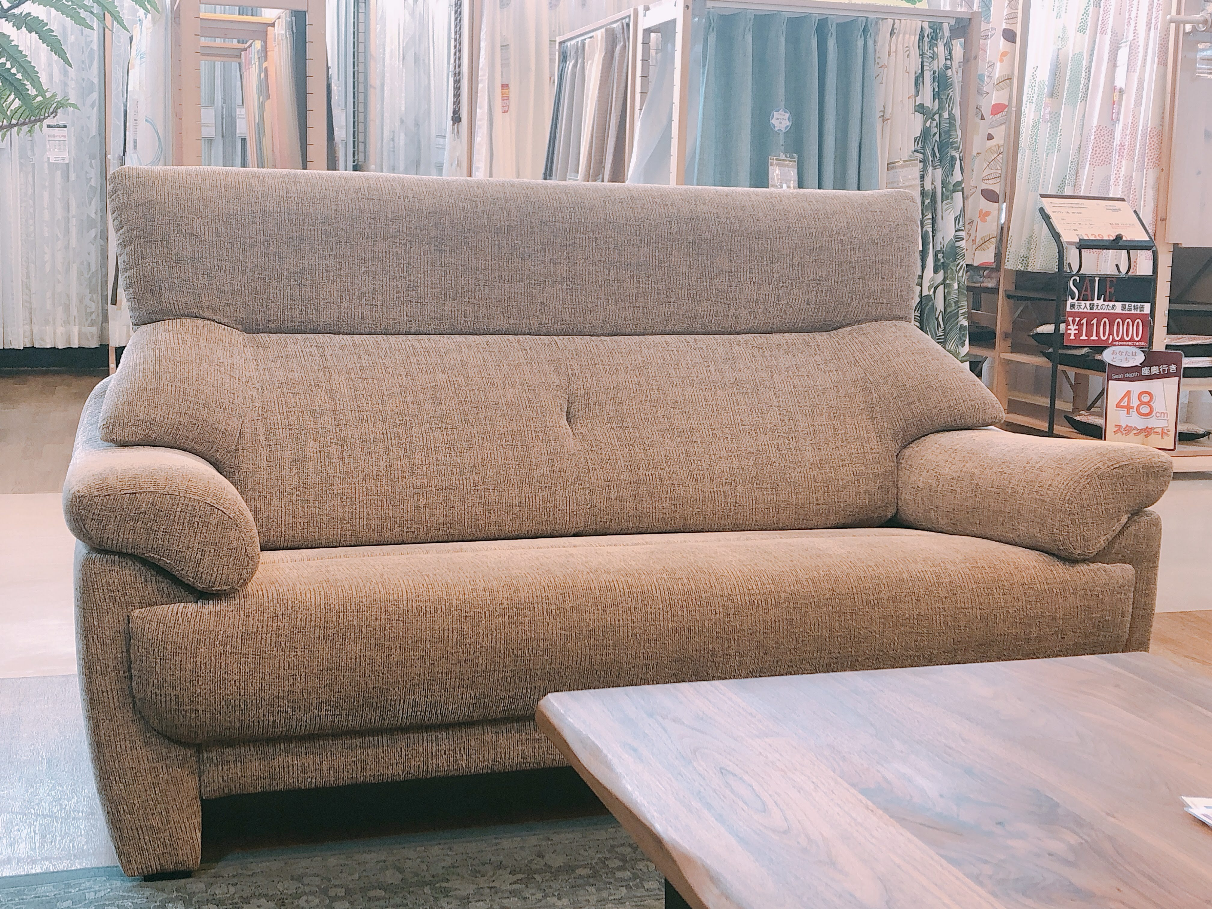 高級 国産ゆったり2人用ソファー布張り 展示品特価|山口店の画像1