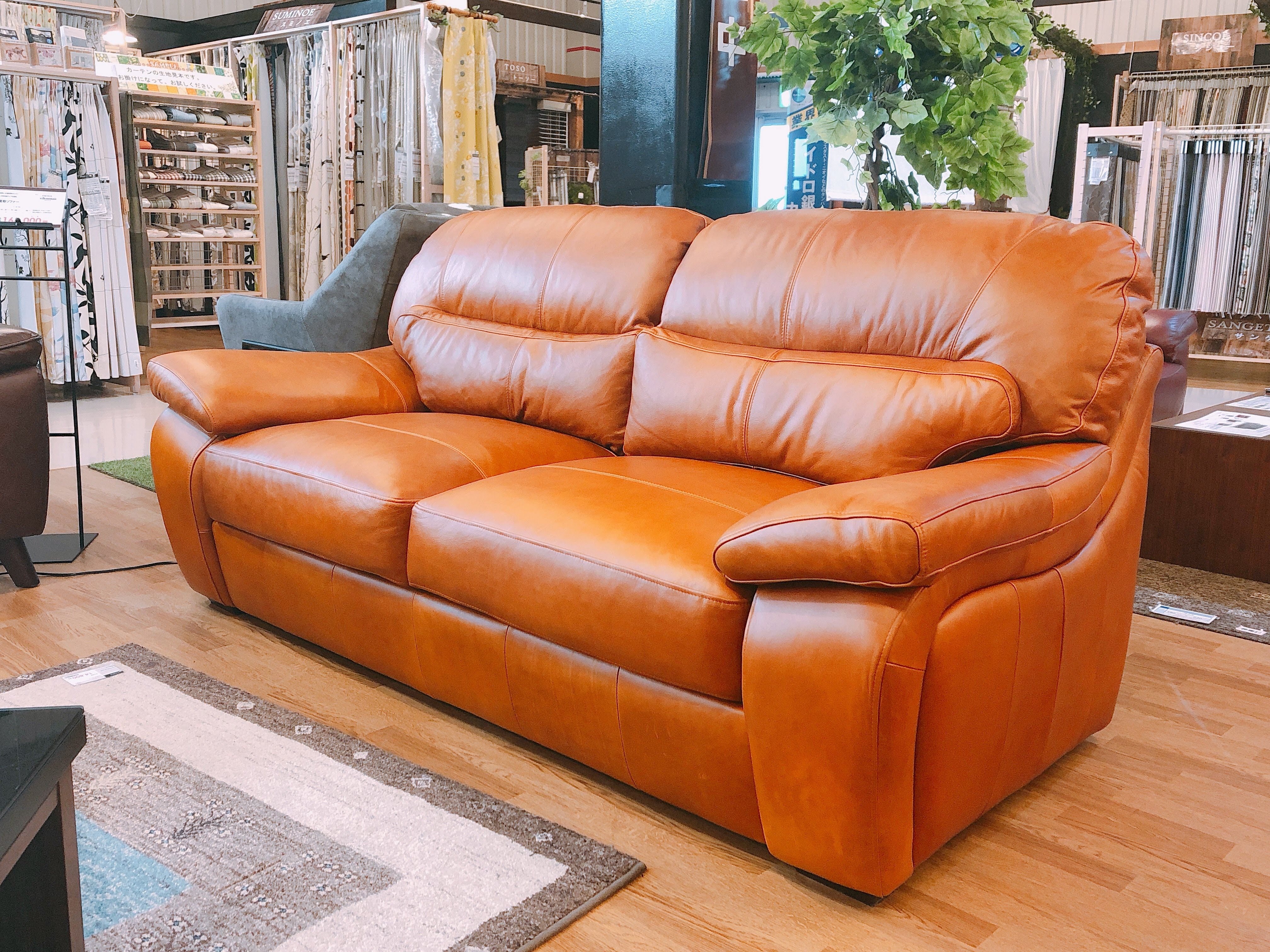 総革張り3人用ソファー メーカー放出品3台限りの画像1