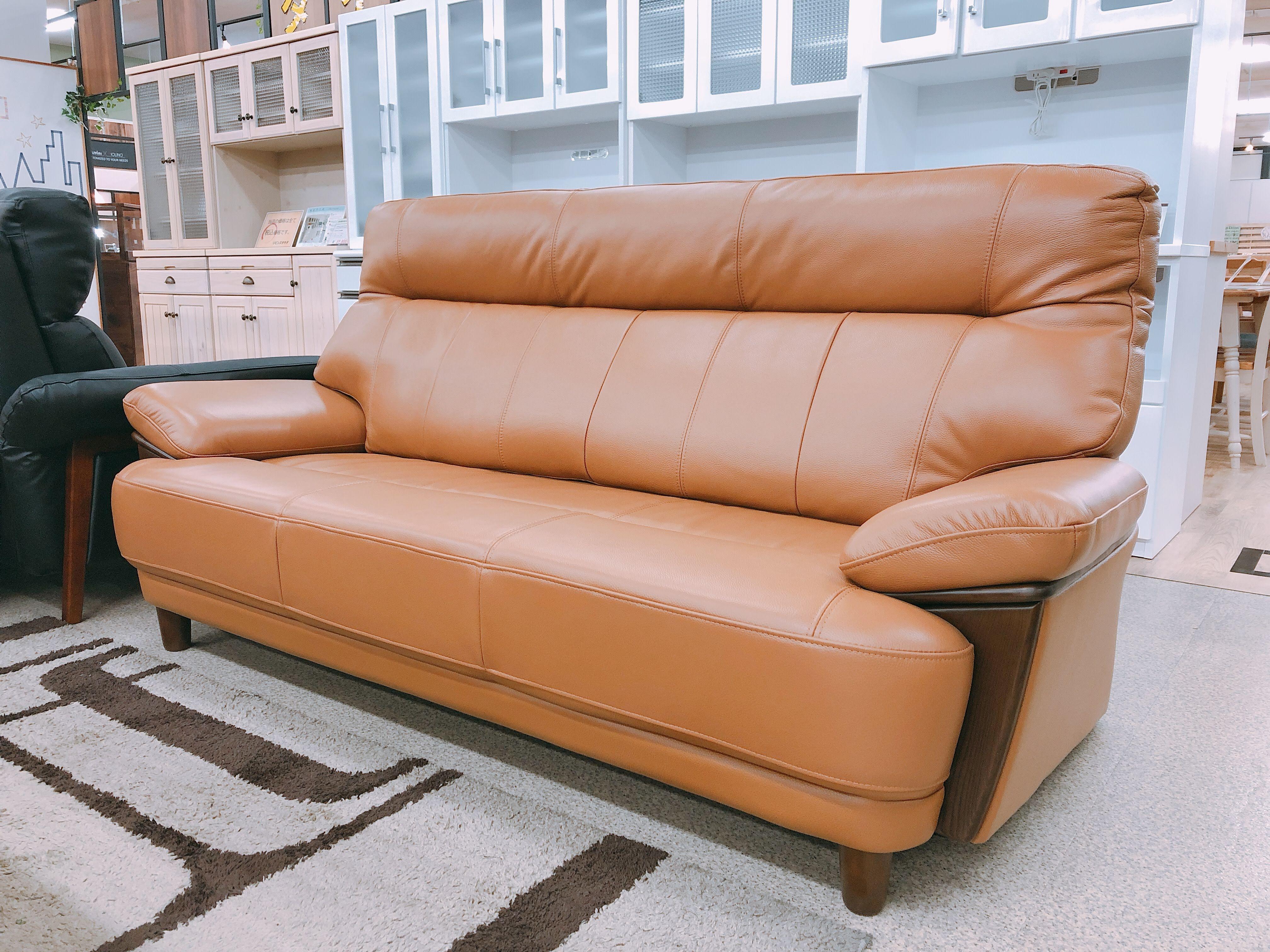 革質のよいボリュームありの3人掛けソファ メーカーモデルチェンジのための画像1