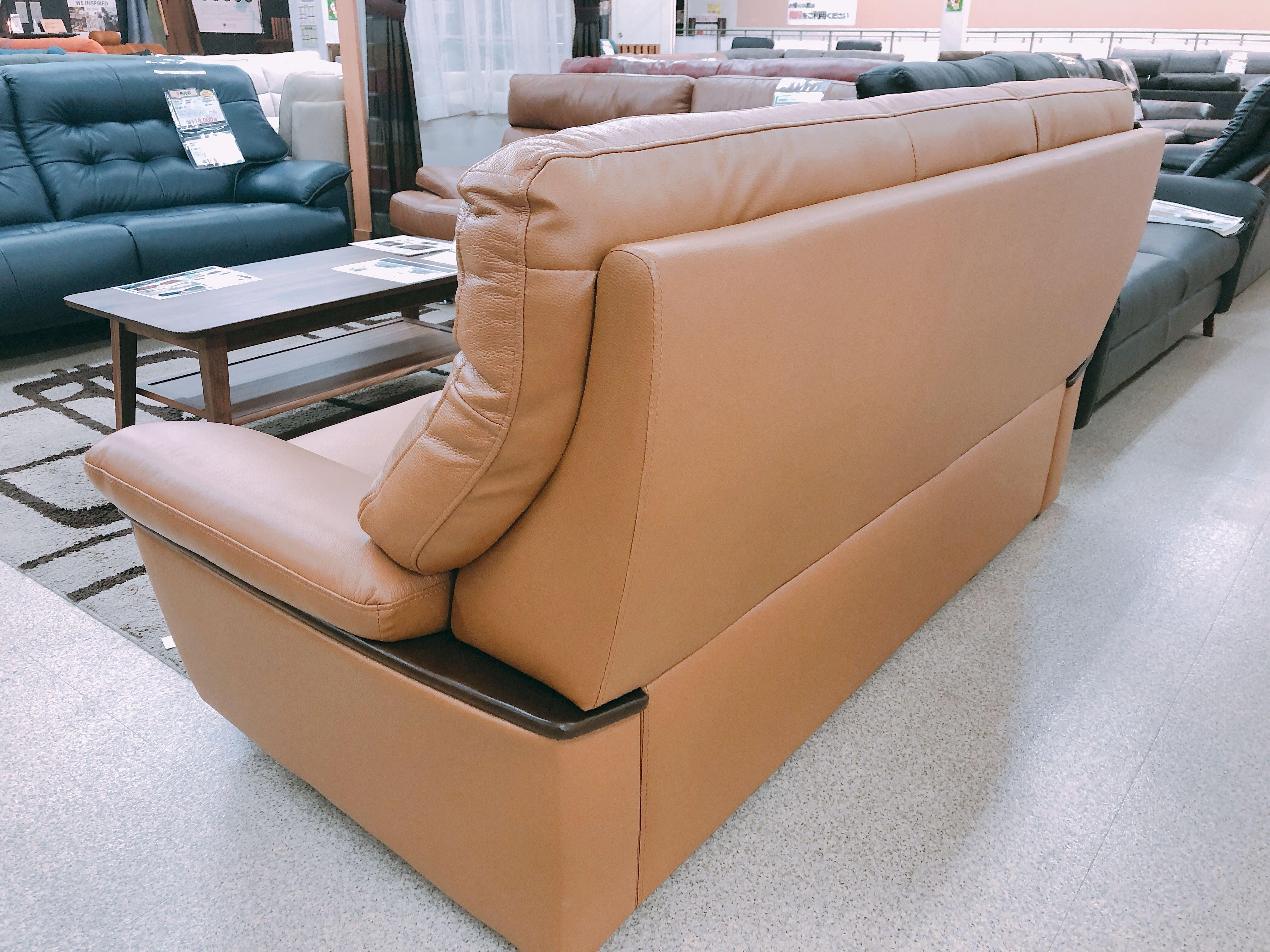 革質のよいボリュームありの3人掛けソファ メーカーモデルチェンジのための画像3