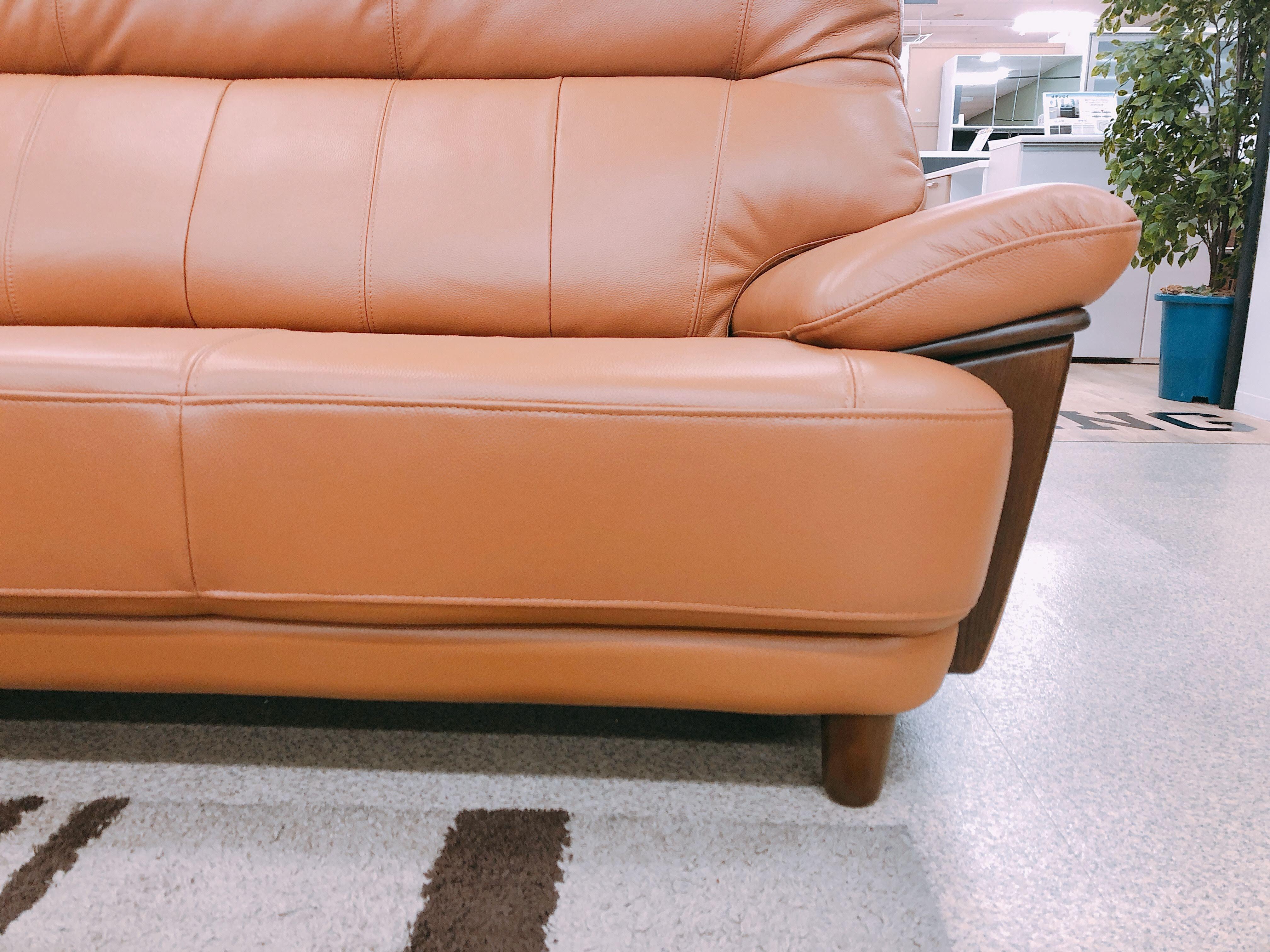 革質のよいボリュームありの3人掛けソファ メーカーモデルチェンジのための画像4