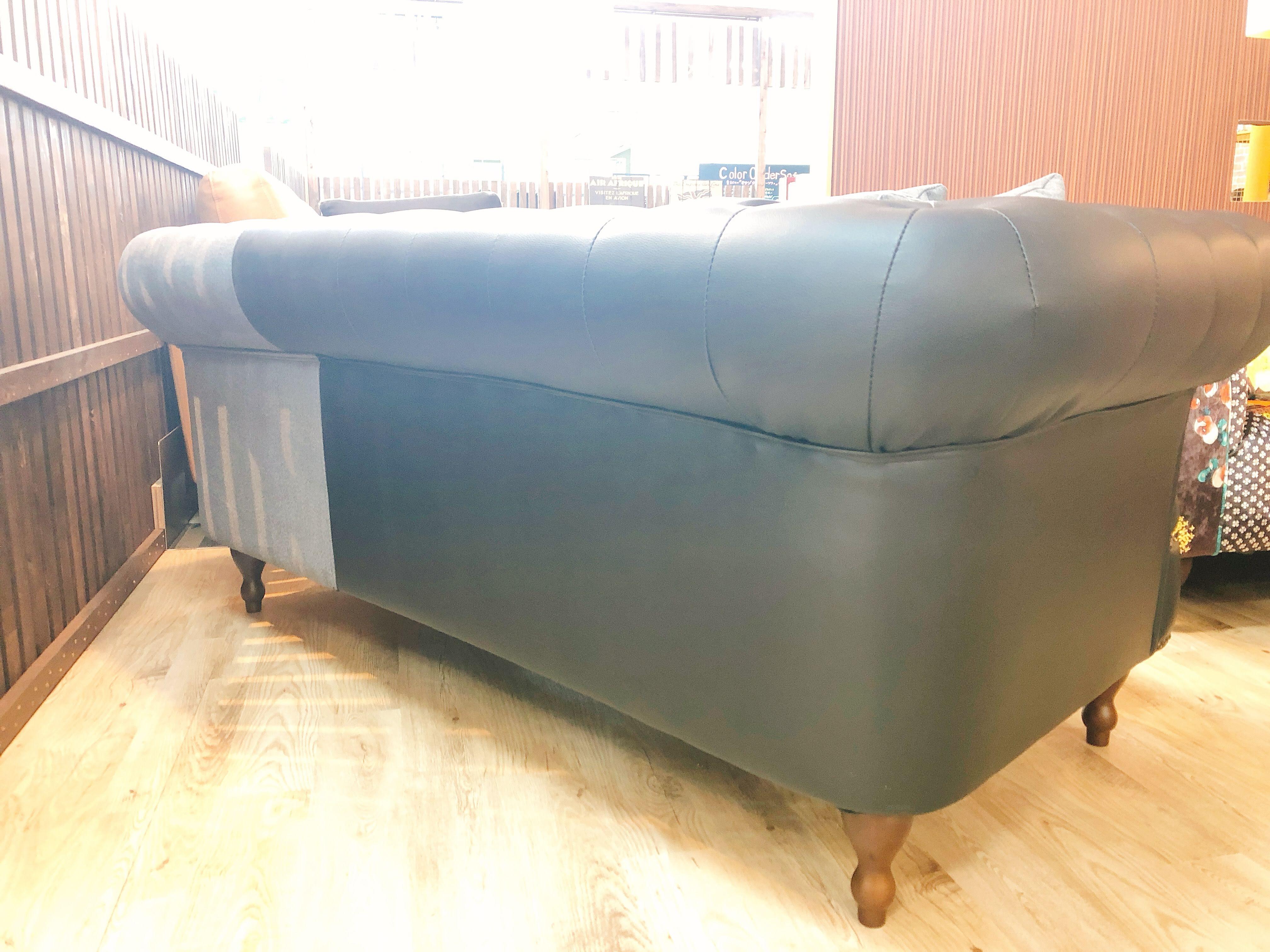 コンパクトサイズのチェスターソファー メーカー完売品 1本限りの画像5