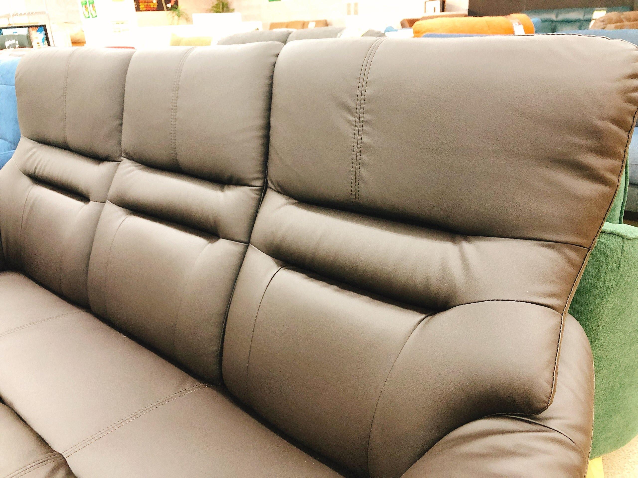 3人掛けAPU合成皮革ソファー 固めの座り心地のハイバックの画像3