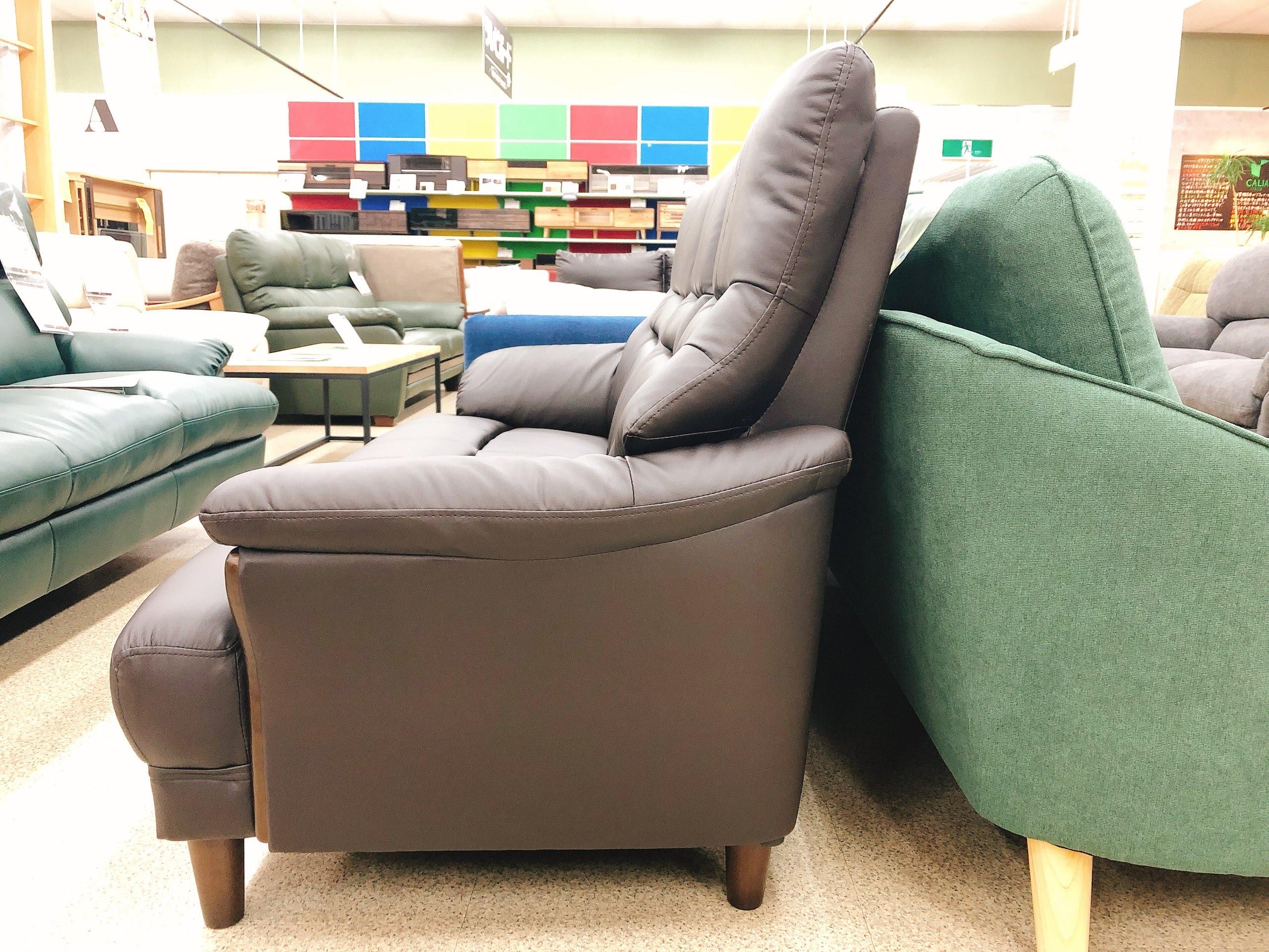3人掛けAPU合成皮革ソファー 固めの座り心地のハイバックの画像4