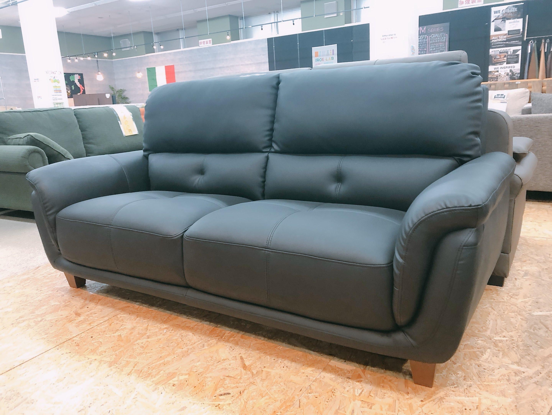 厚めの人工レザー仕様のゆったり3人掛けソファー 座にポケットコイル仕様 限定価格の画像1