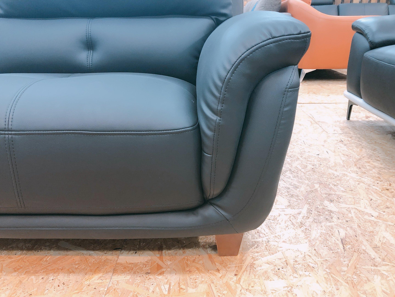 厚めの人工レザー仕様のゆったり3人掛けソファー 座にポケットコイル仕様 限定価格の画像2