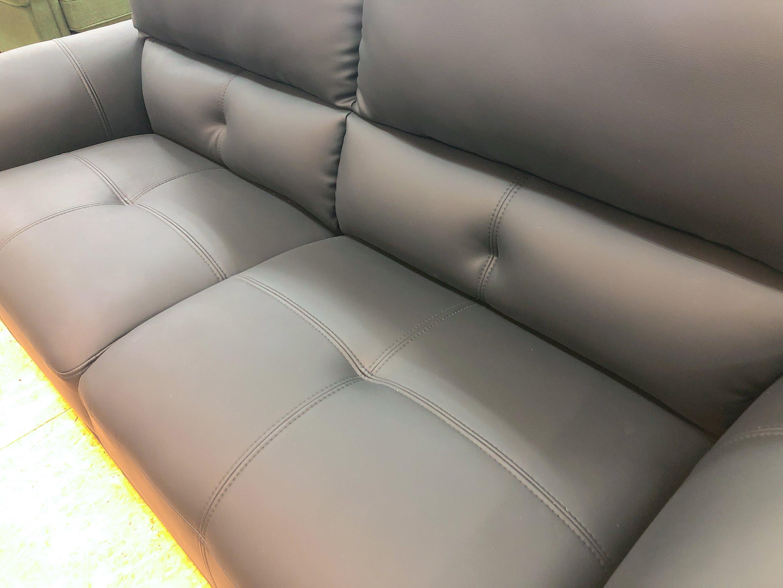厚めの人工レザー仕様のゆったり3人掛けソファー 座にポケットコイル仕様 限定価格の画像5