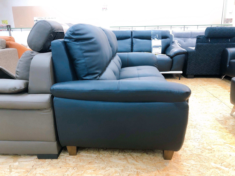 厚めの人工レザー仕様のゆったり3人掛けソファー 座にポケットコイル仕様 限定価格の画像3