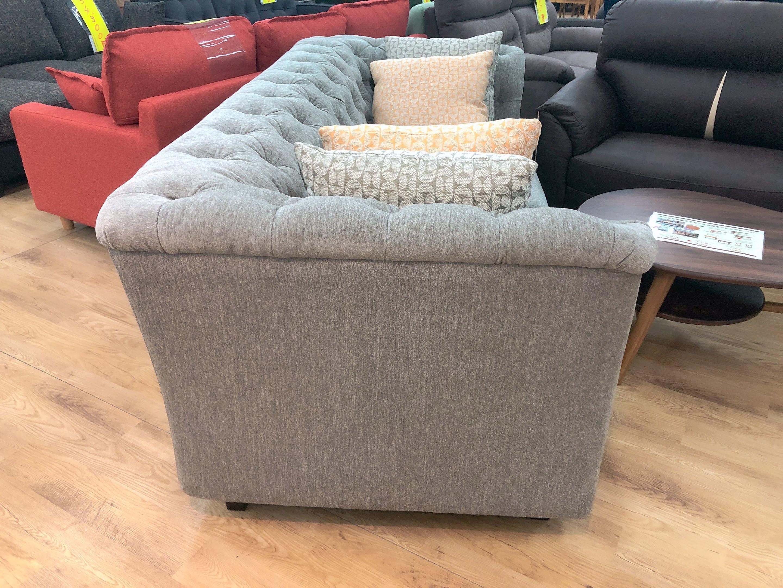 こだわりのデザイン クッション4個付き ファブリック3人掛けソファーの画像3
