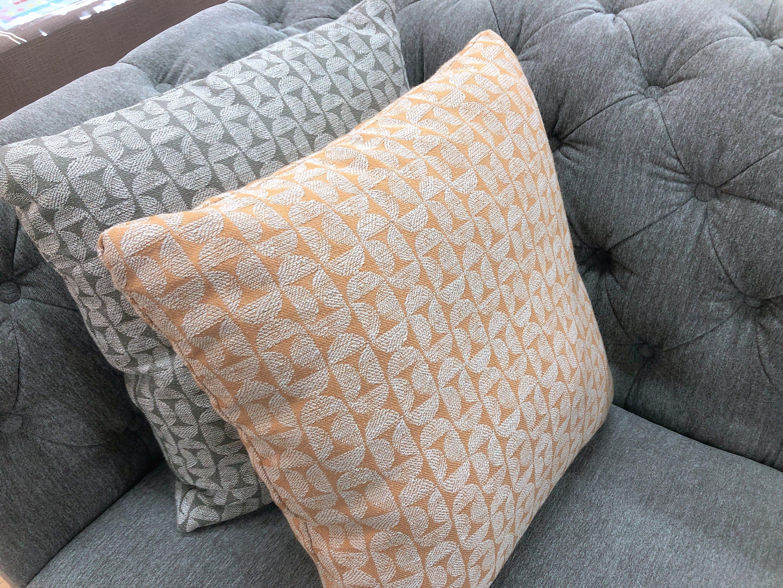 こだわりのデザイン クッション4個付き ファブリック3人掛けソファーの画像6
