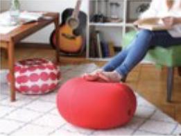 様々な用途で使用できる 便利なドーナッツ型バランスボールの画像2