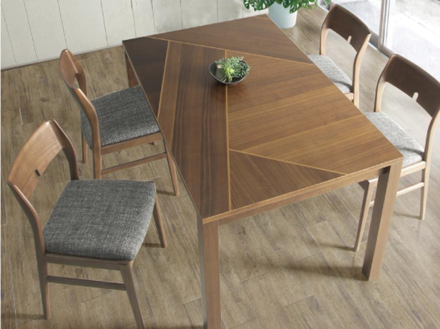3種類の木材を貼り分けたテーブル お洒落な4人用ダイニングセットの画像1
