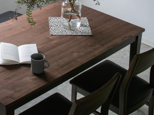 天然木の表情を生かしたデザインに機能をプラスした食卓セットの画像2